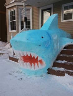 AMAZING:) Colorful Shark Snow Sculpture This is one way to scare solicitors off the front porch! I love how the creators of this shark brought the design out of the snow and onto the stairs. Snow Sculptures, Sculpture Art, Metal Sculptures, Abstract Sculpture, Bronze Sculpture, Comic Cat, Ice Art, Snow Art, Build A Snowman