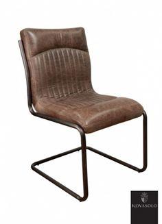 """Råtøff og behagelig Old Amsterdam spisestol med historisk preg! Sittekomfort er svært subjektivt men denne stolen burde falle i smak hos de fleste! Stolen har en behagelig svei og burde innby til mange avslappende timer i godt selskap!   Stolen er produsert av """"vintage skinn"""" og har et rammeverk i pulverlakkert jern."""