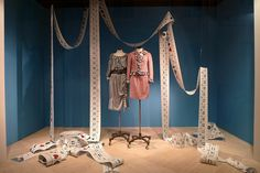 Vitrine Moschino - Paris, mai 2011 | www.journaldesvitrines.… | Flickr