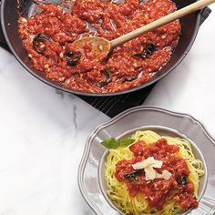 Marinara sauce – a staple that is surprisingly easy and delicious to make at home! #recipe