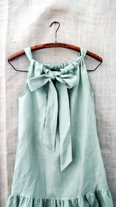 Linen Bow Ruffle Dress in Cypress Green. Nice version of a pillowcase dress. Diy Clothing, Sewing Clothes, Children Clothing, Sewing Shirts, Clothes Crafts, Barbie Clothes, Clothing Patterns, Diy Vetement, Online Shopping Clothes