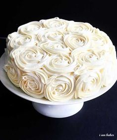 rose cake frosting tutorial - how pretty!!    @Linda Bruinenberg Bruinenberg Cook, Mom, this is how the frosting on that red velvet cake was done.