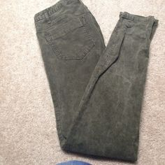 Free People hunter green corduroy jeans In great condition only worn once .. Just too big for me Free People Pants Skinny