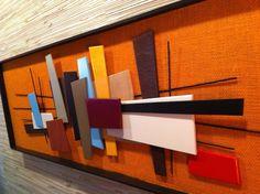 Cette sculpture murale élégante est un artiste original - signé par l'artiste professionnel du Nouveau-Mexique du Nord Bruce Yager sur arrière de la pièce. Pièce mesure une énorme 40 de longueur par 14 pouces de hauteur x 1,5 po de profondeur. Dispose d'une large gamme de fil de métal et divers bois abstraite des formes à la fois peint et naturellement teint - tout le travail pour composer ce fabuleux collage et rétro-moderne des formes 3-d qui apparaissent comme par magie «flotter»…