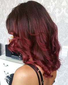 50 Striking Dark Red Hair Color Ideas — Bright Yet Elegant Check more at http://hairstylezz.com/best-dark-red-hair-color-ideas/