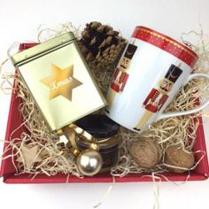 Nette Geschenke Online-Shop - Geschenke * Weihnachtsgeschenke Mugs, Tableware, Guy Gifts, Gifts For Women, Ideas For Christmas, Christmas Presents, Packaging, Birth, Dinnerware