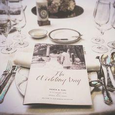 . お客様から当日のお写真をいただきました。 こういうの、すごく嬉しいです♡♡ . ゲストの人数が多かったので、席次に余裕が出るように、ちょっと大きめのB4サイズで作りました。 . . #paperitem #ペーパーアイテム #プロフィールブック #wedding #weddingbook #ウェディング #招待状  #席次表