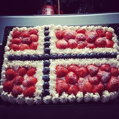 cake with the norwegian flag