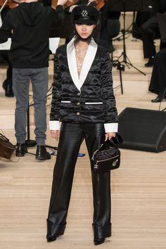2c9cd4e9dd0393 Chanel Pre-Fall 2018 Fashion Show Collection: See the complete Chanel Pre- Fall