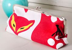 Kehyskukkaron ohje ja kaava | Meillä kotona Sewing Crafts, Sewing Projects, Henna, Frame Purse, Quilted Bag, Printing On Fabric, Sewing Patterns, Coin Purse, Purses