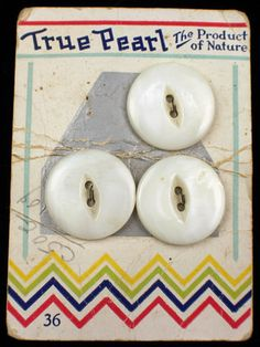 """ButtonArtMuseum.com - """"True Pearl"""" """"The Product of Nature"""" vintage button card from the 1920's-30's, w/ Art Deco chevron design.  Large buttons ligne size 36."""