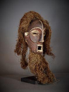 Nu in de #Catawiki veilingen: Powerful Old African Tribal CHOKWE Mask. Angola border Democratic Republic of the Co...
