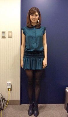 ミニスカートをはいている内田有紀