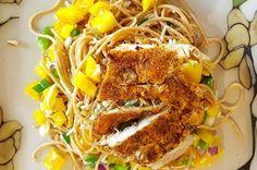 Chiar dacă se face uşor, rezultatul va fi unul spectaculos, atât ca gust, cât şi ca aspect: vezi reţeta noastră de spaghete cu piept de pui! Un deliciu! Quick Recipes, New Recipes, Cooking Recipes, Cheap Meals, Easy Meals, Recipe Master, Cajun Chicken Pasta, Home Chef, Good Food