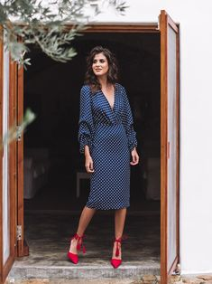 Classy blue dress with polka dots. The zipper is in the skirt's back. The dress has long sleeves, a triangle plunged on the neckline. It's a great office look. Basic Outfits, Classy Outfits, Dress Outfits, Summer Outfits, Polyvore Outfits, Skirt Fashion, Fashion Dresses, Marine Uniform, Frack