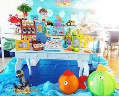Fundo do Mar By Lívia Cabral Arte e Decor – Inspire sua Festa ® Little Mermaid Parties, The Little Mermaid, Baby Shower Duck, Bubble Guppies Birthday, Beach Kids, Baby Shark, Baby Party, Under The Sea, Dinosaur Stuffed Animal
