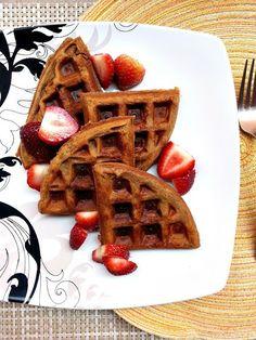 Paleo Waffles and 15 Paleo recipes for kids on MyNaturalFamily.com #paleo #recipe
