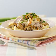 Tuna and Mushroom Pasta recipe Pasta Recipes, Dinner Recipes, Dinner Ideas, White Button Mushrooms, Stuffed Mushrooms, Stuffed Peppers, Mushroom Pasta, How To Cook Pasta, Serving Dishes