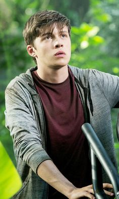 Zach Jurassic World, he looks hella lot like a guy in my school except the guy has blonder hair and is shorter