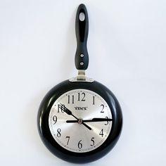 relógio para cozinha com formato de frigideira