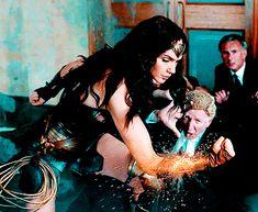 Wonder Woman Gifs oh that look! Gal Gadot Wonder Woman, Wonder Woman Movie, Supergirl, Catwoman, Sublime Creature, Dc World, Arte Dc Comics, Comic Kunst, Comic Art