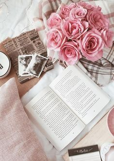 Flat Lay Photography, Book Photography, Photography Hashtags, Photography Classes, Photography Backdrops, Book Wallpaper, Iphone Wallpaper, Book Aesthetic, Aesthetic Pictures