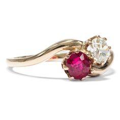 """Weiß wie Schnee, rot wie Blut... - Exquisiter  """"Toi-et-Moi"""" - Ring mit Rubin & Diamant, um 1900 von Hofer Antikschmuck aus Berlin // #hoferantikschmuck #antik #schmuck #antique #jewellery #jewelry"""