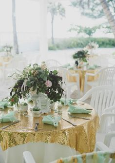 Mint and gold wedding.....MY HEART IS BEATING SO FAST, i love it!