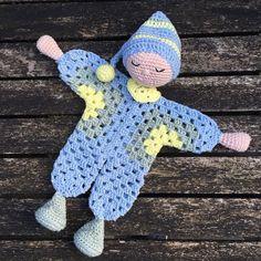 Handmade by E ★: Knuffeldoekje / Nusse-dukke Lene (NL-translation) Crochet Easter, Crochet Lovey, Crochet Toys, Free Crochet, Granny Dolls, Crochet Dolls Free Patterns, Baby Lovey, Crochet Animals, Crochet Projects