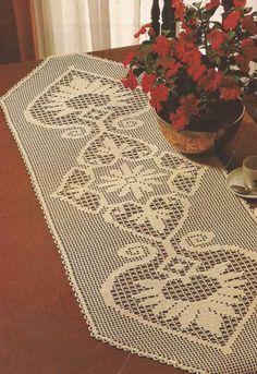 #451 Camino de mesa a Crochet o Ganchillo