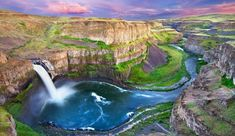 From the staggering heights of Grand Canyon's Lower Falls to the scenic cliffs of Wildcat Beach, these are some truly picturesque spots. Parc National, National Parks, Great Photos, Cool Pictures, Chutes Victoria, Havasupai Falls, Cumberland Falls, Plitvice National Park, Yosemite Falls
