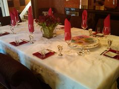 A Fabulous Bold Passover Table Setting- Remembering the 10 Plagues