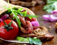 Fajitas de crudités au guacamole et bœuf maigre mariné épicé : http://www.fourchette-et-bikini.fr/recettes/recettes-minceur/fajitas-de-crudites-au-guacamole-et-boeuf-maigre-marine-epice.html