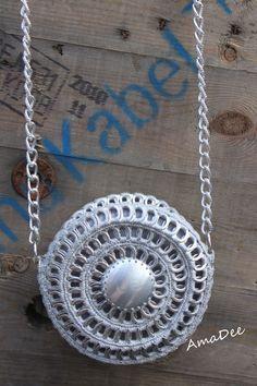 Braccialetti on Pinterest | Chainmaille Bracelet, Zipper Bracelet ... Soda Tab Crafts, Can Tab Crafts, Bottle Cap Crafts, Pop Tab Purse, Pop Bag, Zipper Bracelet, Chainmaille Bracelet, Pipe Cleaner Crafts, Pipe Cleaners
