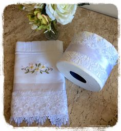 Bathroom Crafts, Bathrooms Decor, Sewing Hacks, Sewing Projects, Smith Wesson, Bath Towels, Toilet Paper, House Warming, Needlework
