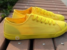 Shoe material: canvas  Shoe material: beef tendon  Applicable gender: neutral/male or female  Upper level: low to help  The sole technology: vulcanized shoes  Suitable for season: spring, autumn, summer  Color: white, yellow, green, black, blue, mei red  Size: 35,36,38,39,37