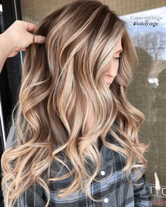 Looking for latest hair color shades and highlights for more interesting hair colors look? No need to search any more just see for stunning ideas of blonde balayage hair colors for various hair… Grey Balayage, Hair Color Balayage, Balayage Long Hair, Bronde Hair, Ombre Hair Color, Brown Hair With Blonde Highlights, Fall Blonde Hair Color, Warm Blonde Hair, Blonde Ombre