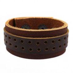 Bracelete em Couro Natural marrom com 01 faixa sobreposta perfurada de couro na cor marrom.