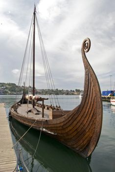 A family in Norway's historic whaling port of Sandefjord is offering for sale, an exact replica of the famous Oseberg ship excavated in 1904 and on display at the Viking Ships Museum in Oslo. Viking Life, Viking Art, Viking Longship, Old Norse, Viking Ship, Norse Vikings, Norse Mythology, Wooden Boats, Tall Ships