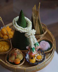 "Luxury Thai Dessert ขนมไทย on Instagram: ""ชุด Afternoon Tea ชุดดุสิตา รอบเดือนตุลาคมตอนนี้เต็มหมดแล้วนะคะ ขอบคุณลูกค้าทุกท่านมากๆเลยนะคะ สำหรับรอบส่งเดือน พฤศจิกายน…"" Plant Hanger, Plants, Home Decor, Decoration Home, Room Decor, Plant, Home Interior Design, Planets, Home Decoration"