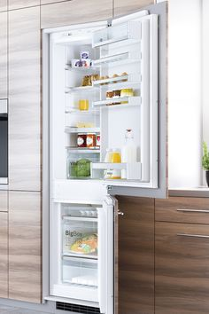 If you're looking for a new fridge freezer, this guide will give you the information and insights you need to make an informed choice. Best Fridge Freezer, Stay Cool, Bathroom Medicine Cabinet