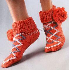 Носки спицами с помпонами