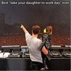 Funny pictures about Take your daughter to work. Oh, and cool pics about Take your daughter to work. Also, Take your daughter to work. Funny Cute, The Funny, Hilarious, Funny Dad, Parenting Done Right, Parenting Win, Funny Parenting, Alesso, Faith In Humanity