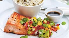 Salmon with avocado and mango. Fish Recipes, Low Carb Recipes, Great Recipes, Feel Good Food, Dinner This Week, Fish And Seafood, Fresh Rolls, Mango, Food To Make