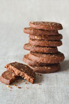 Biscotti al farro, cacao e nocciole…