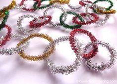 45 Christmas Crafts for 3 Year Olds! - How Wee Learn Christmas crafts for kids – pipe cleaner garland Christmas Crafts Pipe Cleaners, Christmas Arts And Crafts, Pipe Cleaner Crafts, Preschool Christmas, Diy Christmas Tree, Craft Stick Crafts, Simple Christmas, Diy Crafts For Kids, Kids Christmas
