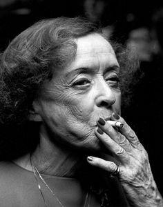 Bette Davis - always smoking... photos by Ron Galella: everyday_i_show