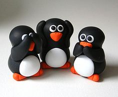 Is there anything cuter than bubbly cartoony clay penguins? These little guys scream to have their own claymation movie-maybe you could buy them and make your own! Polymer Clay Figures, Fondant Figures, Fimo Clay, Polymer Clay Projects, Polymer Clay Creations, Polymer Clay Beads, Biscuit, Jumping Clay, Fondant Animals