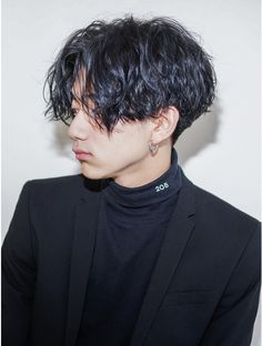 Middle Part Hairstyles Men, Teen Boy Hairstyles, Cool Hairstyles, Japanese Short Hair, Japanese Hairstyle, Curly Hair Men, Curly Hair Styles, Kpop Hair, Hair Again