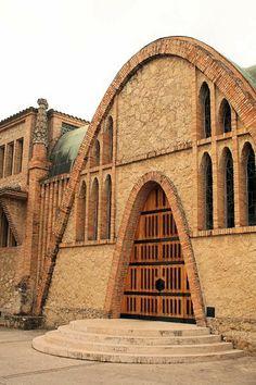 Caves Codorniu a Sant Sadurní d´Anoia, l'Alt Penedès (Barcelona, Catalunya) - arquitecte Josep Puig i Cadafalch